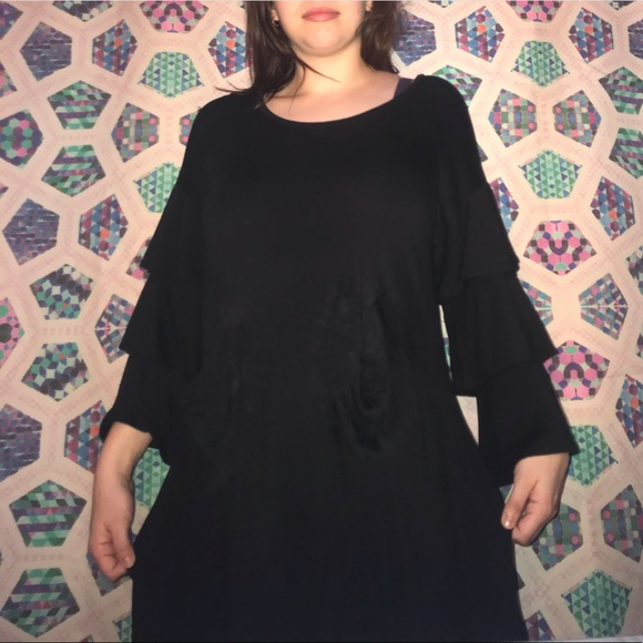 Chelsea & Theodore Dresses & Skirts - Black loose cotton knit long sleeve dress